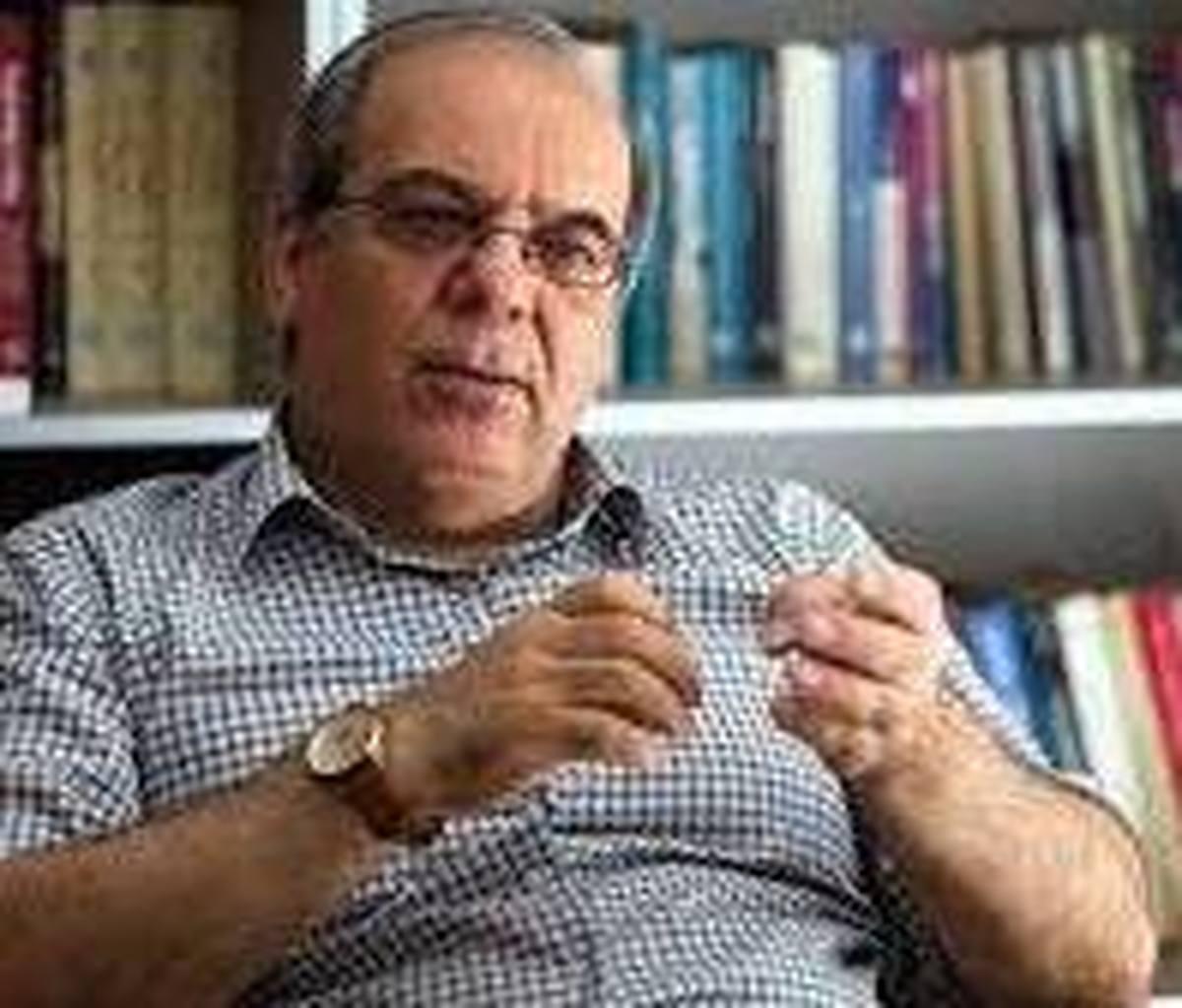 عباس عبدی هم به مرگ جوان مشهدی واکنش نشان داد
