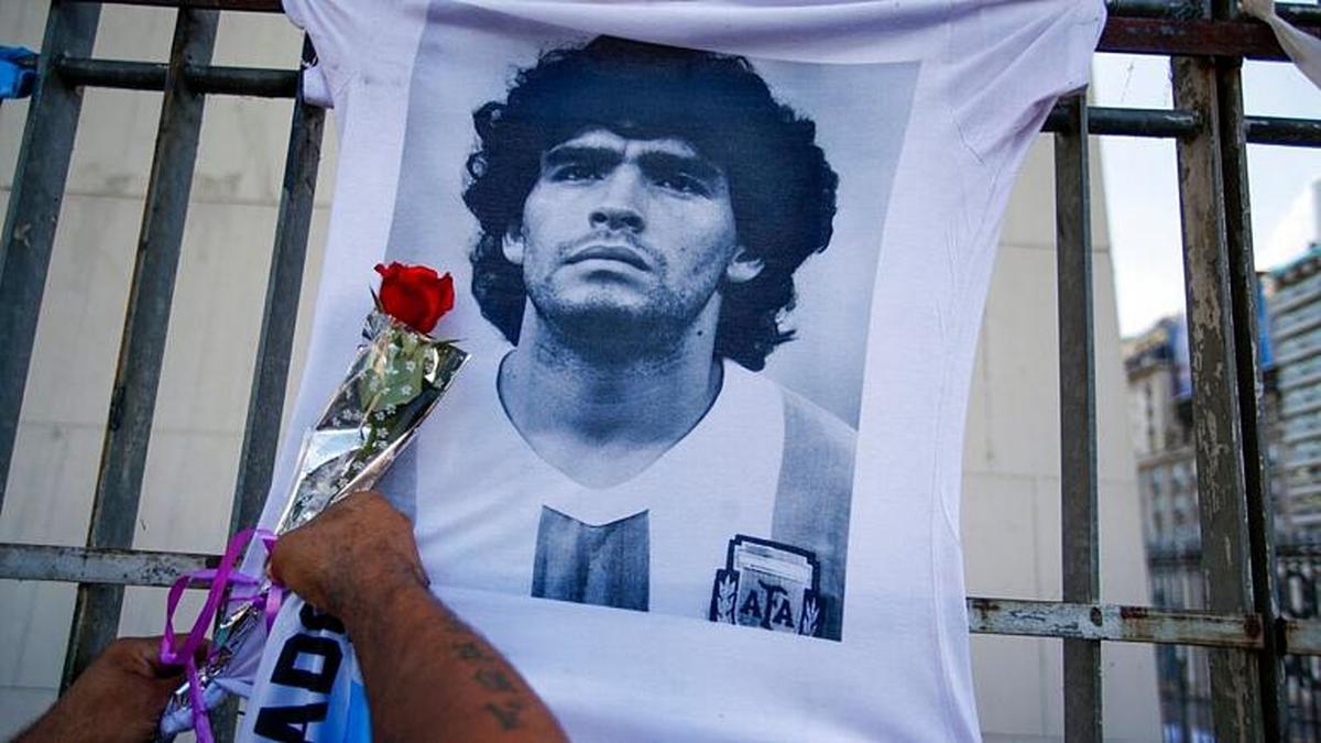 دیگو مارادونا از سوی تیم پزشکی اش «به حال خود رها شده بود»