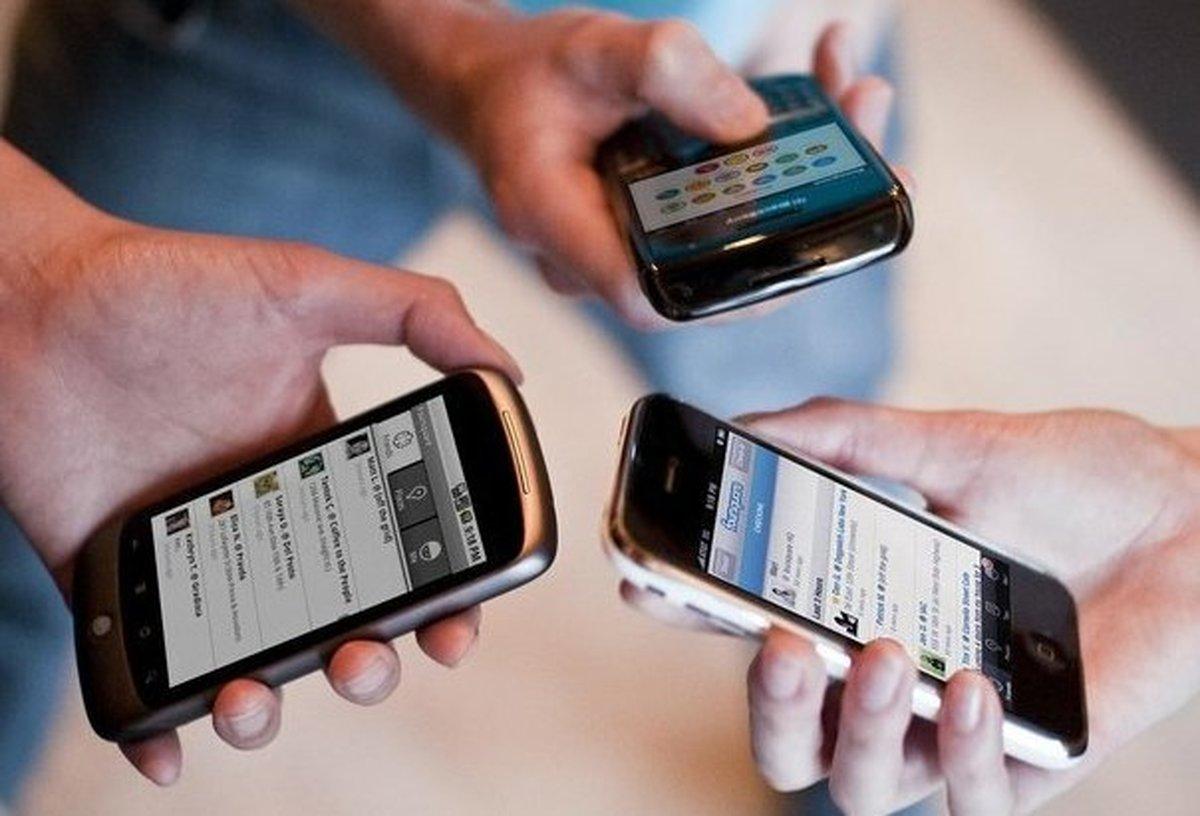 ۸۸.۸۸ درصد مردم از اینترنت نسل سه و چهار موبایل استفاده میکنند