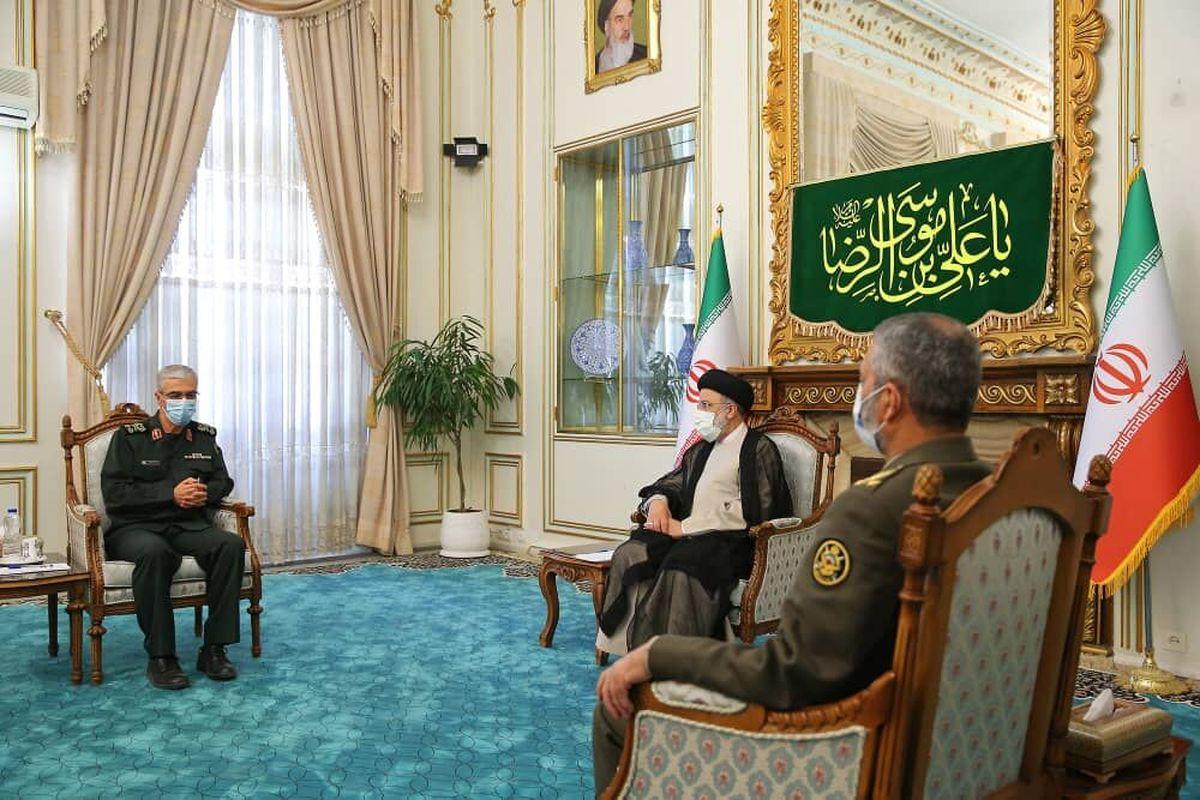رییس ستاد کل نیروهای مسلح با آیت الله رئیسی دیدار کرد