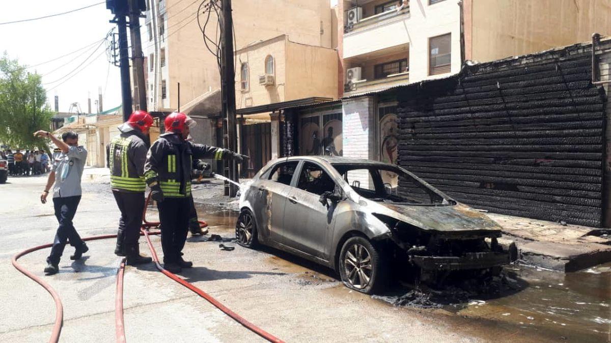 انفجار ترانس برق ۳ خودرو را به آتش کشید