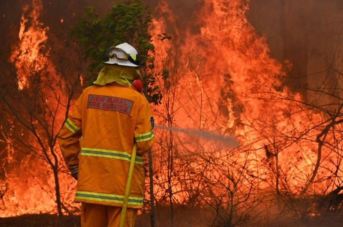 ویدئو: استرالیا در آتش؛ شعلههای سرکش همچنان زبانه میکشد