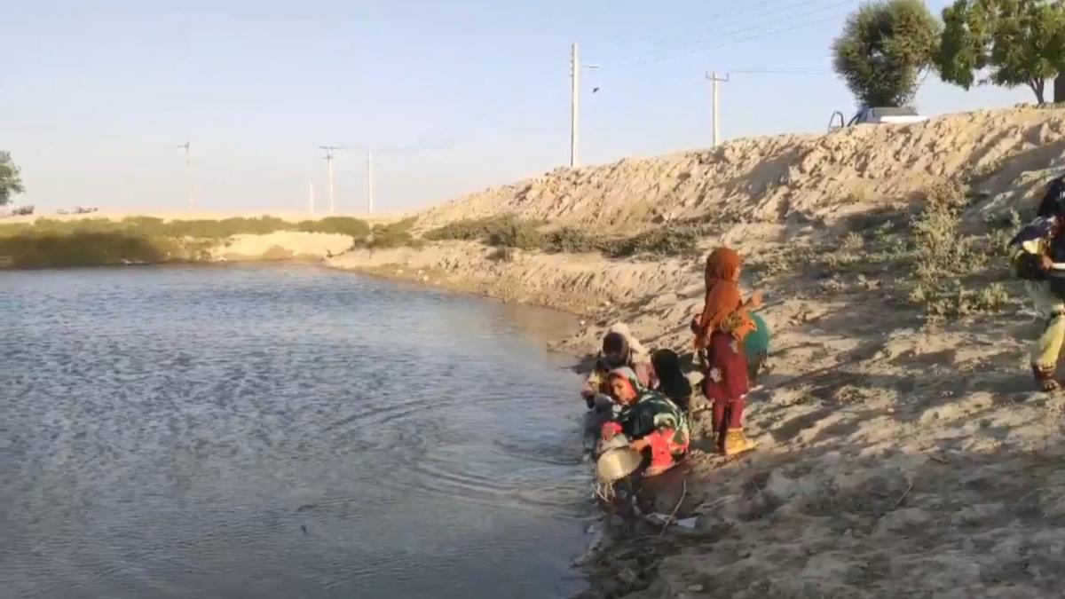 تامین آب آشامیدنی روستاهای سیستان و بلوچستان از هوتک +فیلم