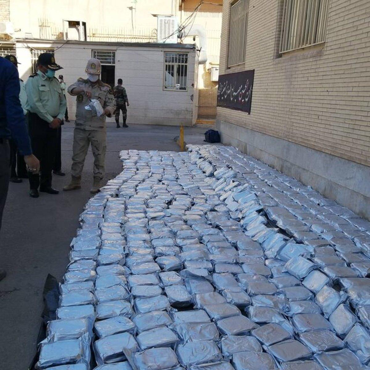 کشف یک تُن مرفین توسط پلیس استان کرمان