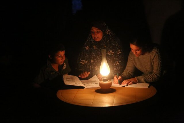 ۸۰ درصد ساکنان غزه اغلب اوقات در تاریکی به سر میبرند