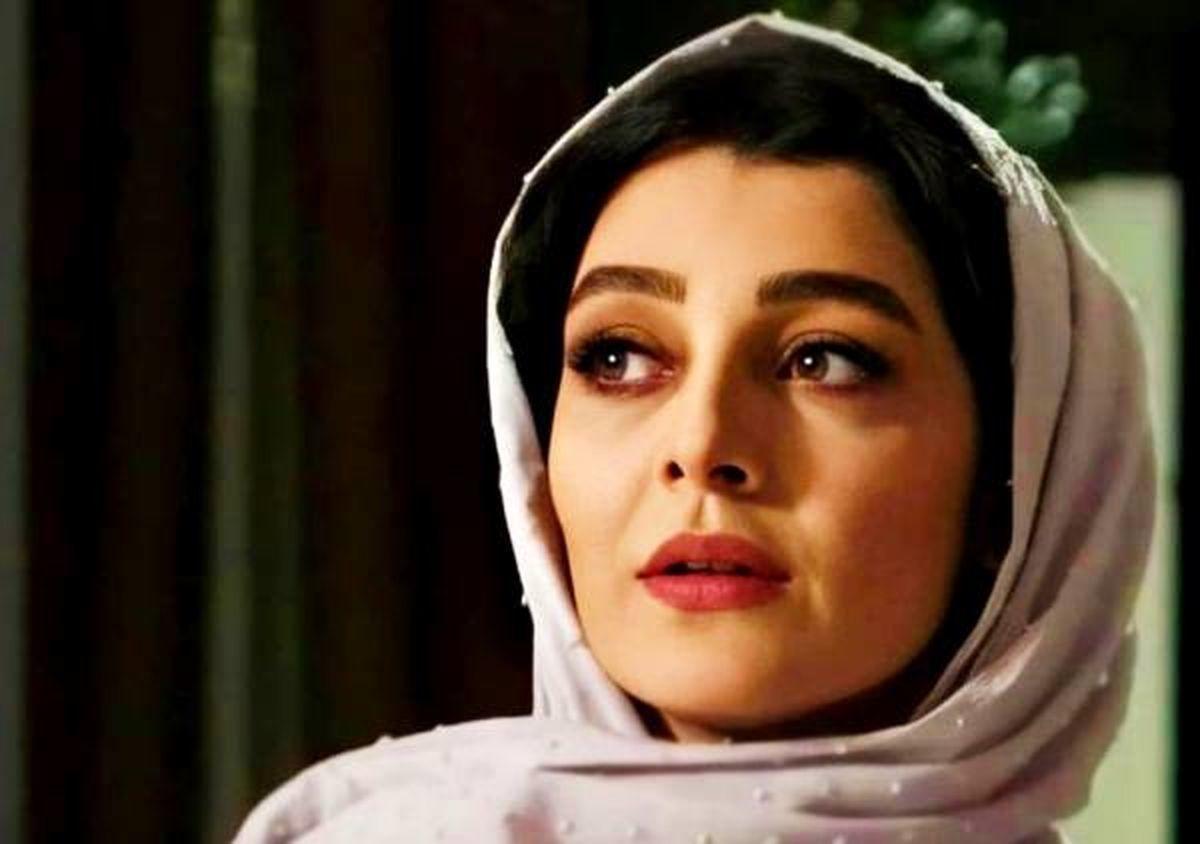 ساره بیات از ایران رفته است
