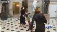 بازگرداندن میز سخنرانی نانسی پلوسی + ویدئو