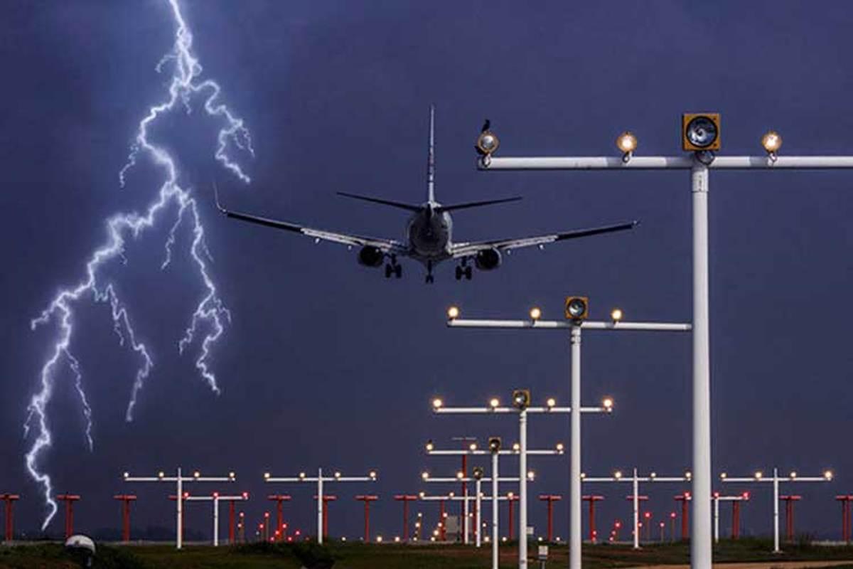 در صورت برخورد صاعقه با هواپیما چه اتفاقی میافتد؟