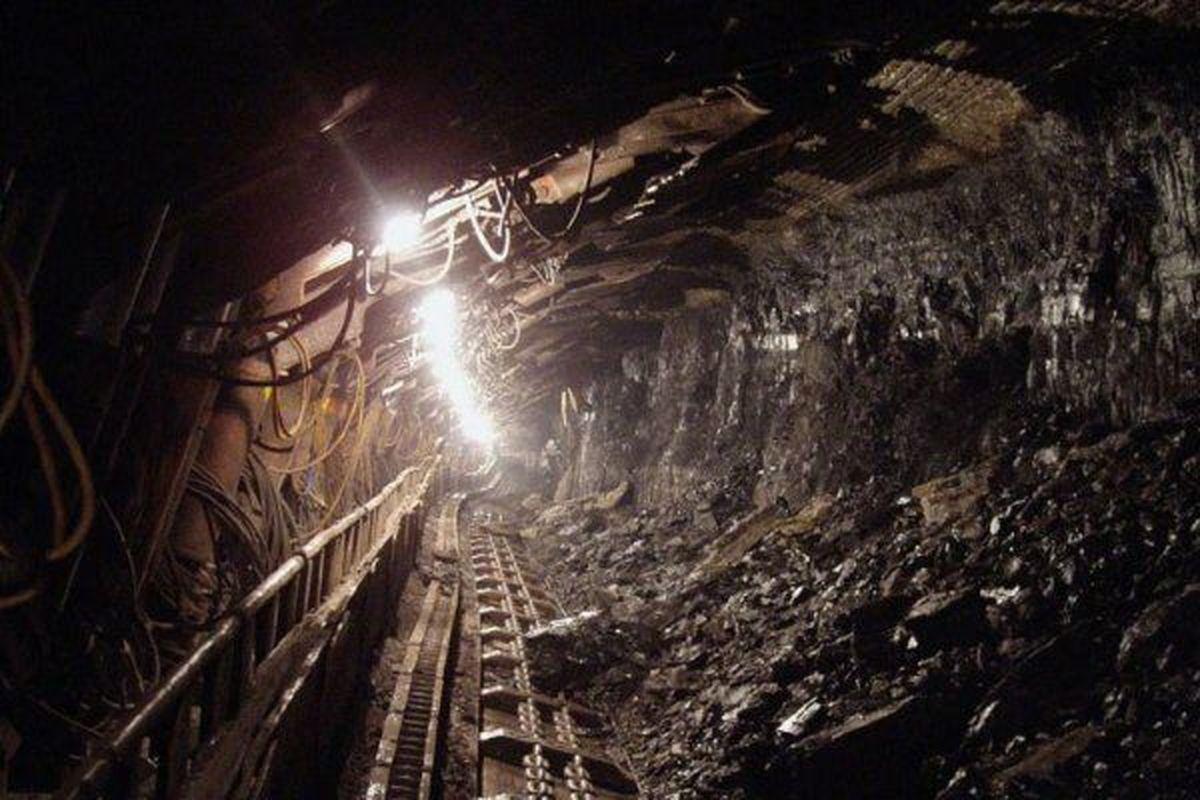 جنازه یک معدنچی طزره یافت شد| ادامه جستجو برای کارگر دیگر
