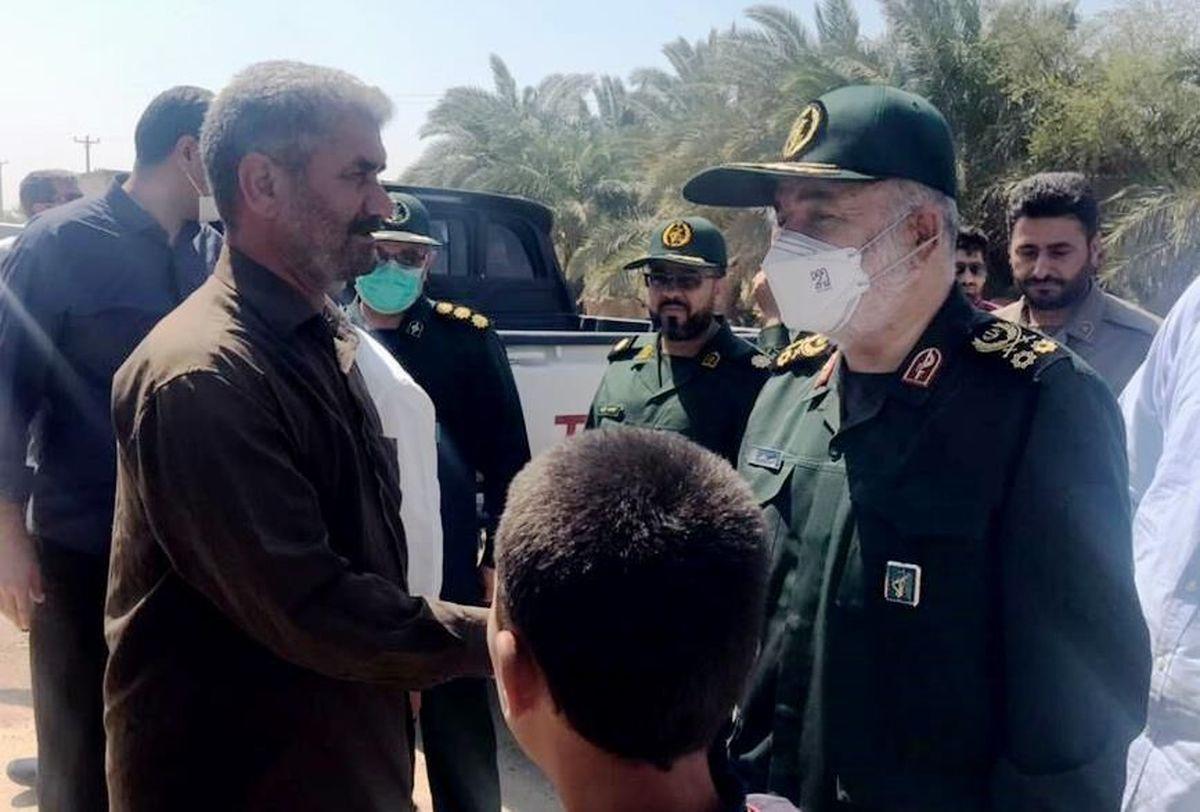 سرلشکر سلامی: ۳۰ تانکر ۳۰ هزار لیتری در حال آبرسانی به ۸۷ روستا در خوزستان هستند