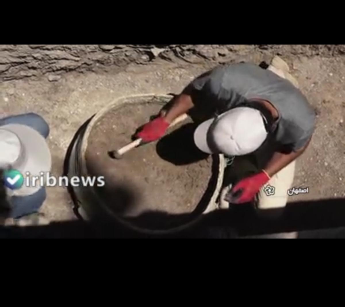 کشف خمره بزرگ اشکانیان و چاه سنگی ساسانیان در تپه اشرف اصفهان + ویدئو