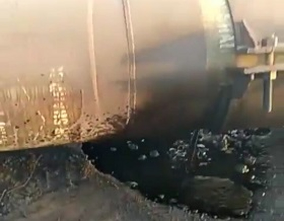 نفت بهرگان    |   نشت خط لوله نفت بهرگان به گوره مهار شد