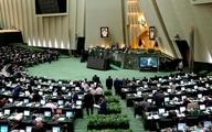 نماینده مردم در مجلس در حال  فعال کردن فیلترشکن موبایل +عکس
