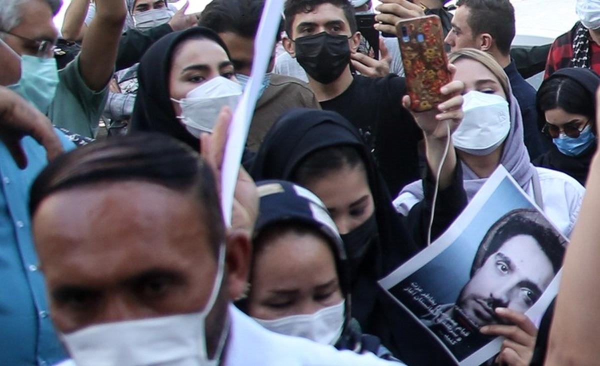 تجمع افغانهای مقیم تهران مقابل سفارت پاکستان