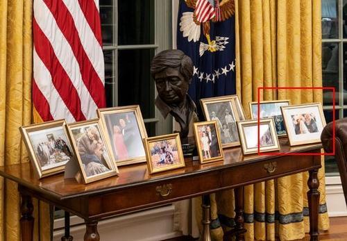 عکس های پشت میز کار رییس جمهوری جدید آمریکا