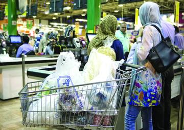 عادت به زندگی پلاستیکی | مصرف بیمحابای پلاستیک در فروشگاههای زنجیرهای 