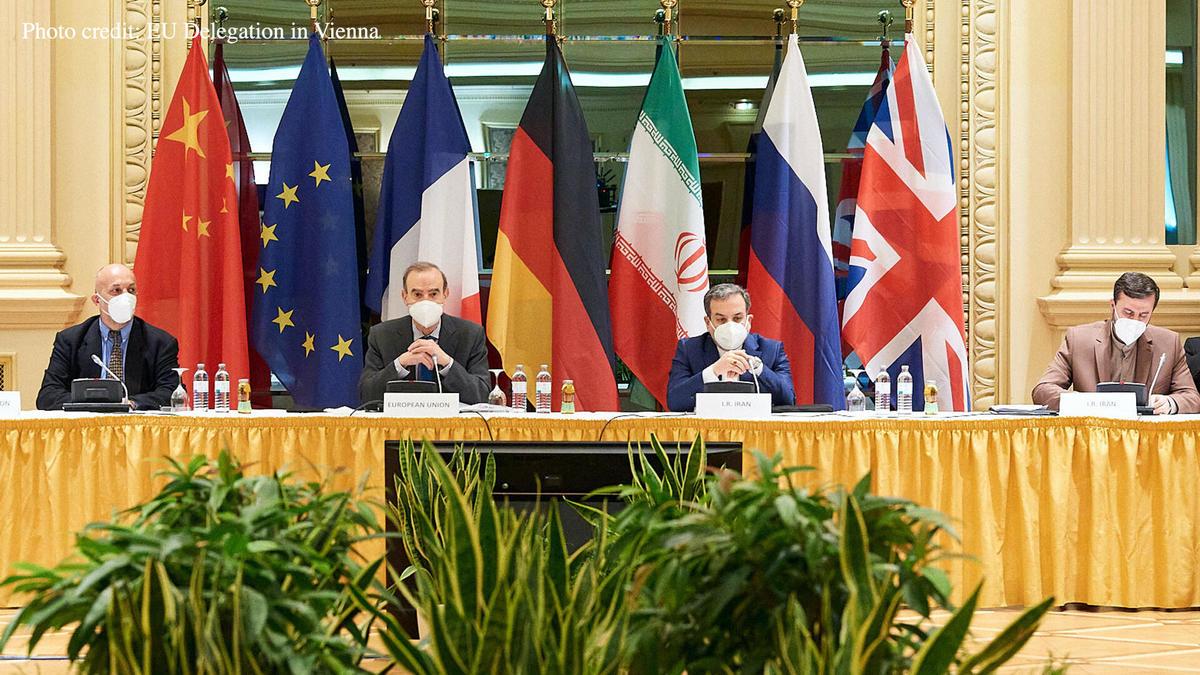 آمریکا تلاش می کند تا از دولت آقای روحانی امتیاز بگیرد
