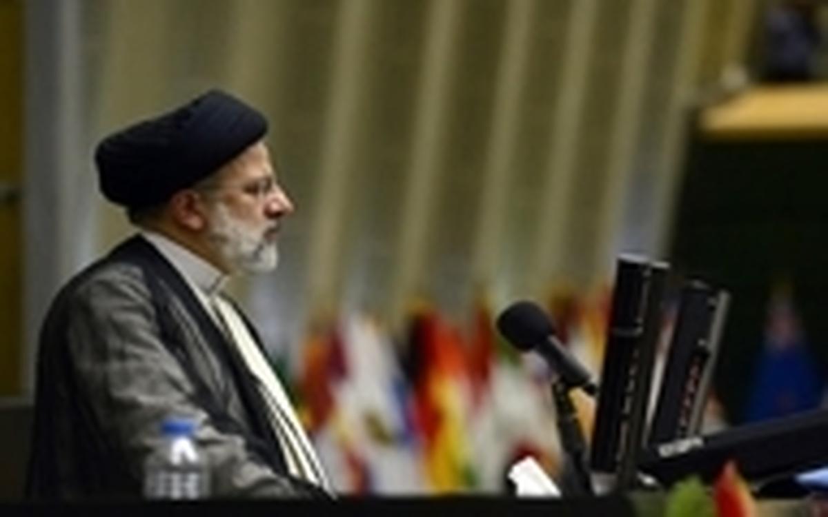 حضور رئیسی و کابینه جدید در حرم امام