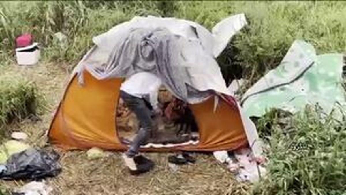 زندگی جوان تحصیل کرده به همراه همسرش در چادر +فیلم