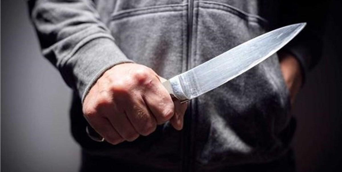 قاتل با چاقوی خونین بالای سر مقتول نشست تادستگیرشود