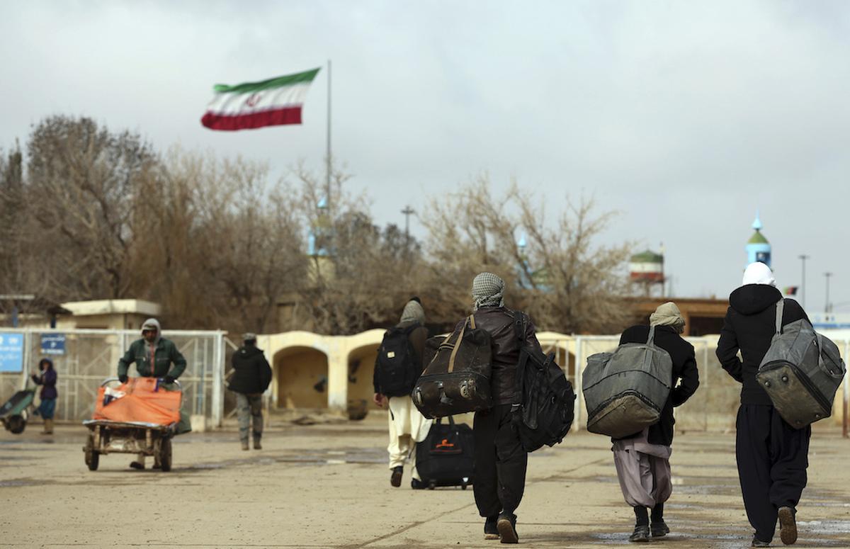 تجمع  مهاجران افغان مقابل دفتر سازمان ملل در تهران +فیلم
