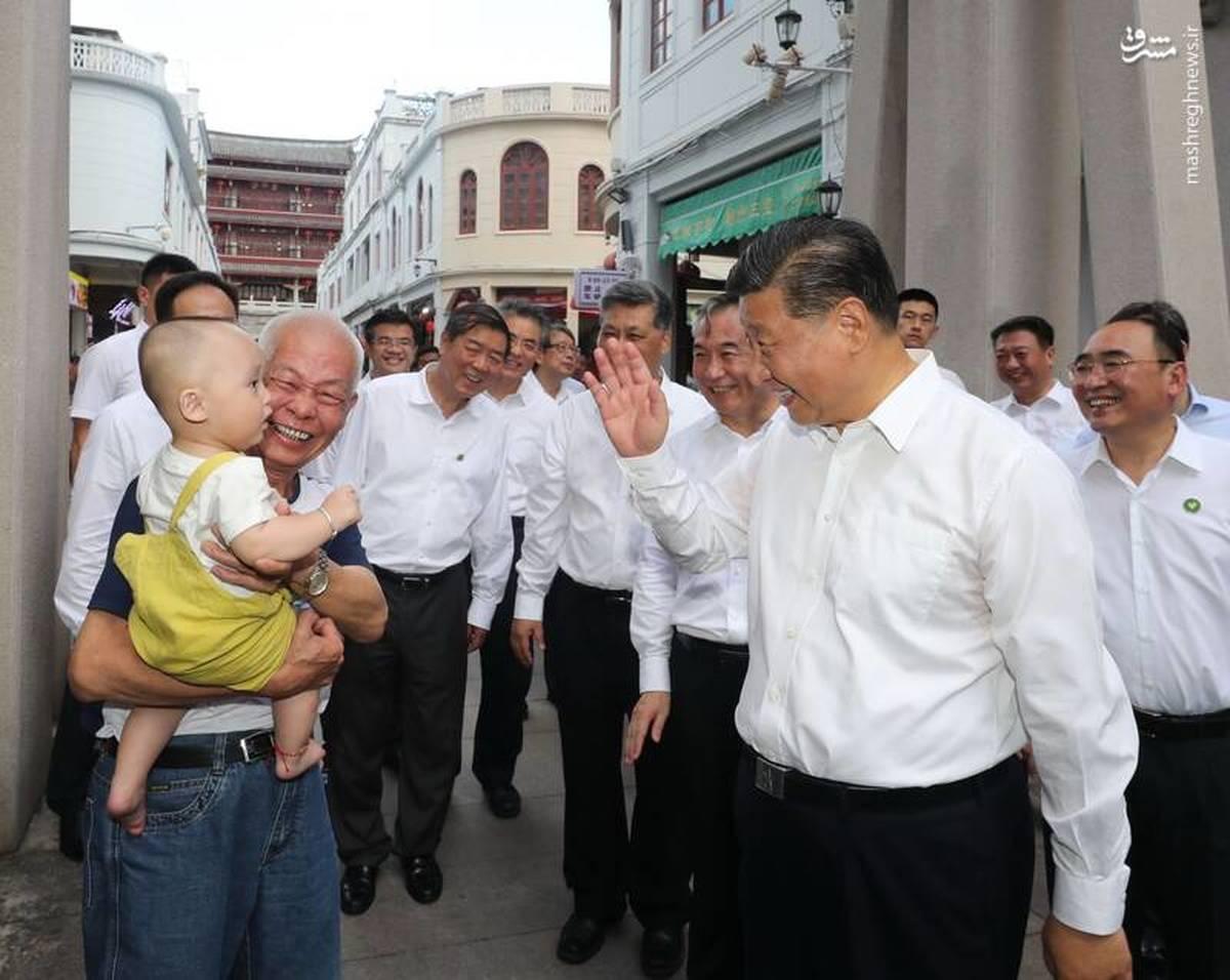 حضور آقای رئیس جمهور در بین مردم بدون ماسک + عکس