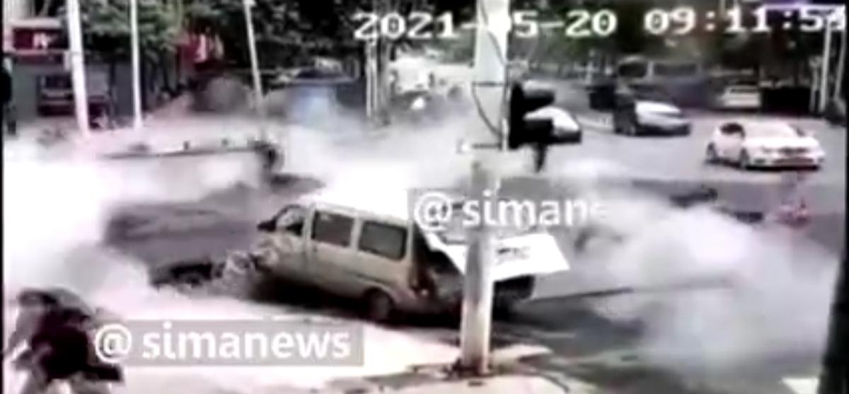 لحظه انفجار وحشتناک چاه فاضلاب در چین! + ویدئو
