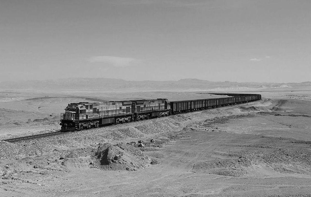عبور نخستین قطار مسافری از بیابان لوت+عکس