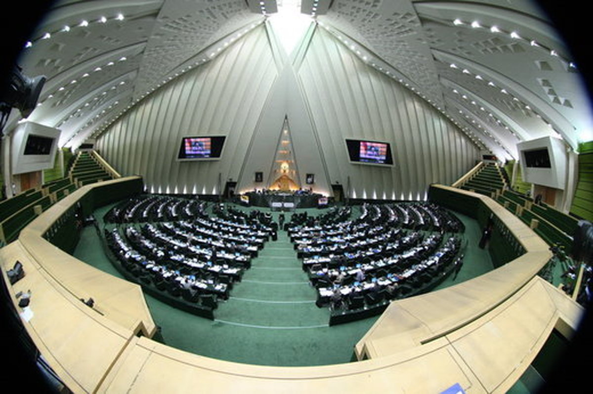 مجلس با «ممنوع شدن ثبتنام نظامیان در انتخابات» موافقت نکرد