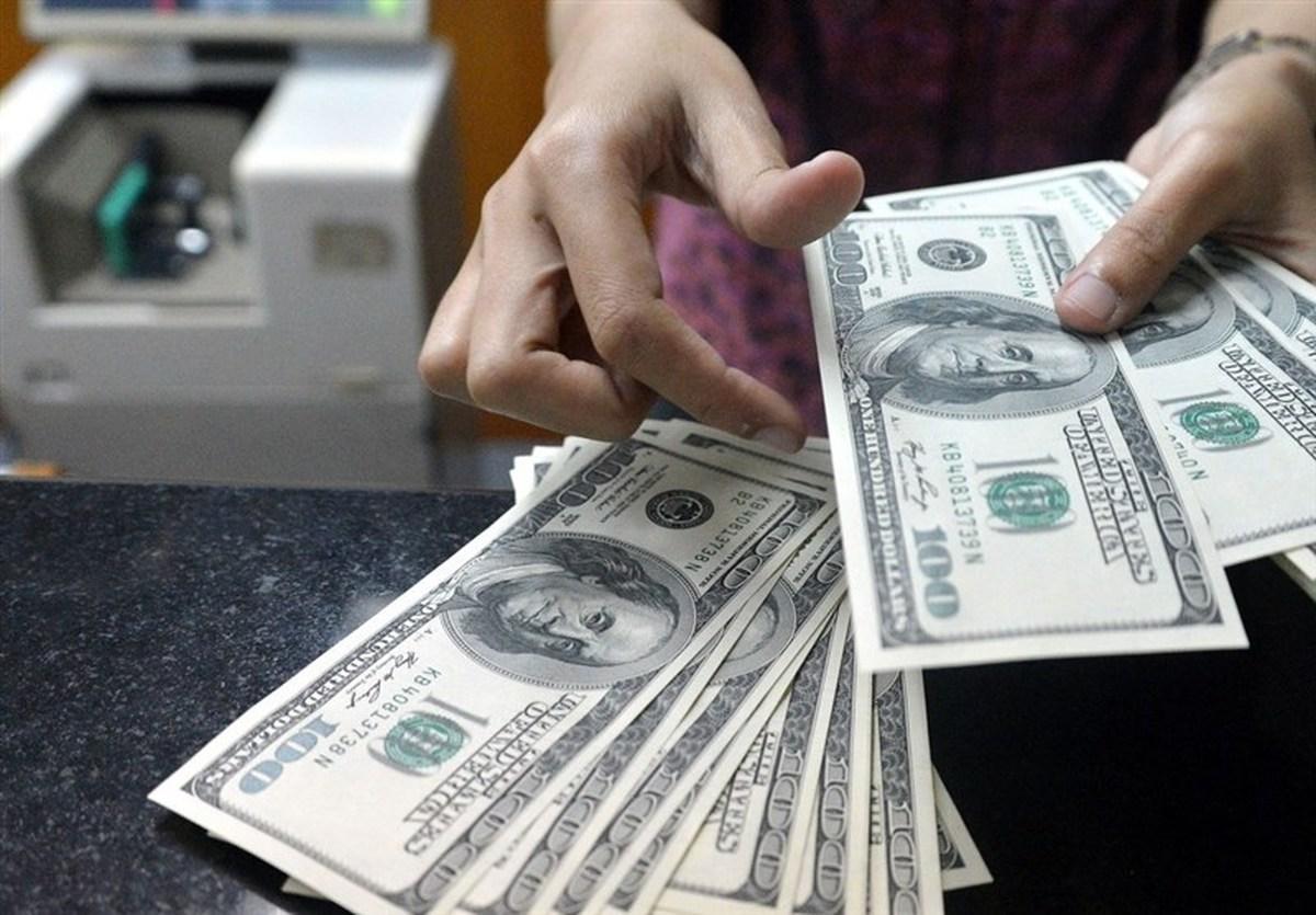 گزارش جدید از بازار ارز| دلار آزاد زیر قیمت دلار دولتی؛ مشتری نیست
