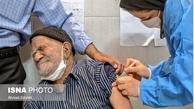 انتشار تصویر یک پرستار در حال صحبت با موبایل هنگام تزریق واکسن کرونا، در شبکه های اجتماعی بازتاب داشت.